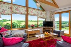 Kingcup Cottage Sleeps 6 + cot, 4.9 miles E of Mawgan Porth.