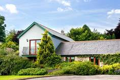 Forget-me-not Sleeps 4 + cot, 4.9 miles E of Mawgan Porth.