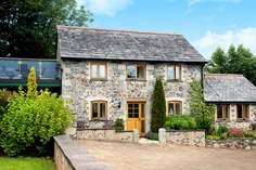 Cornflower Cottage sleeps Sleeps 4 + cot, 4.9 miles E of Mawgan Porth.