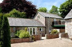 Lambkin Cottage Sleeps 4 + cot, 4.9 miles E of Mawgan Porth.