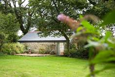 The Potting Shed Sleeps 2 + cot, 4.1 miles S of Portreath.