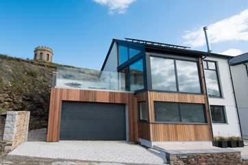 Rock is a super detached house on Lighthouse Hill with a fabulous outside deck.