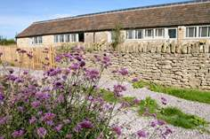 Absolute Sleeps 4 + cot, 2.3 miles N of Frome.