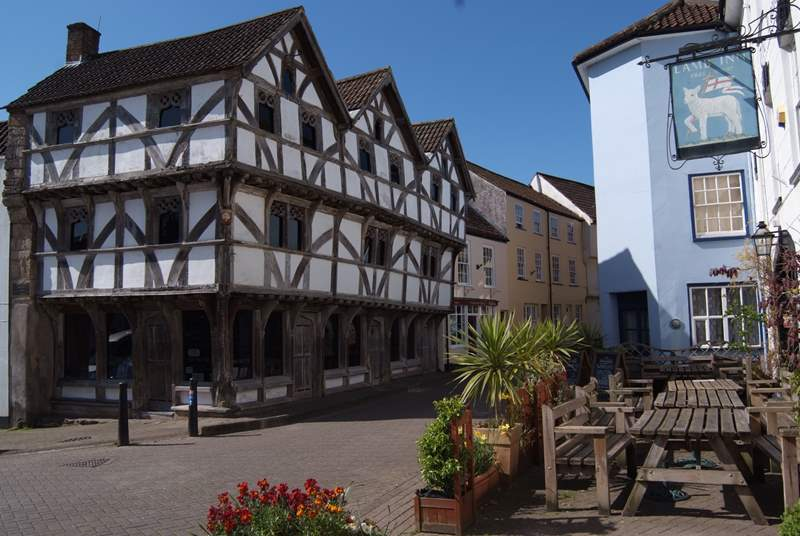 Axbridge is a lovely medieval town to the western edge of the Mendip Hills.
