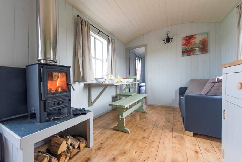 The wood-burner ensures cosiness all year round.