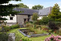Moonseeker Sleeps 4 + cot, 1.3 miles NE of Okehampton.