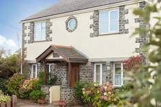 Mermaid Cottage Sleeps 6 + cot, Cadgwith.