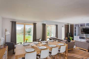 Open plan living at its best, dine at home or book a table at the hotel, saves on the washing up!