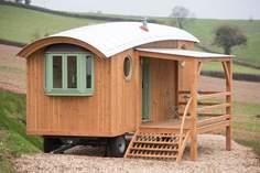 The Wagon with Faraway Views Sleeps 4 + cot, 6.7 miles W of Crediton.