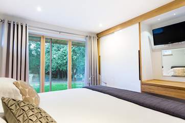 Another gorgeous bedroom.
