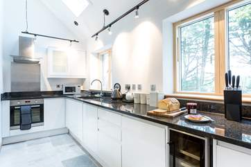 The stylish and welll equipped kitchen.