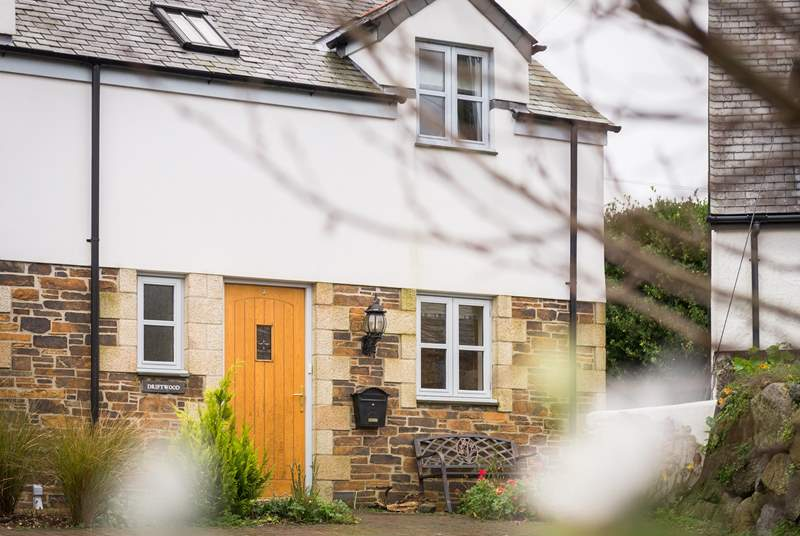 Driftwood is a semi-detached modern cottage full of character.