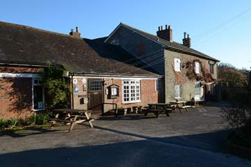 The local pub The Coppleridge Inn is a 20 minute walk along footpaths and lanes.
