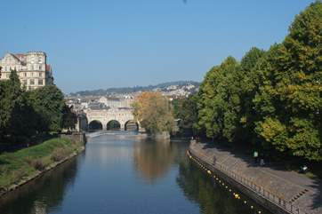 The magnificnet Georgian City of Bath is less than an hour by car.