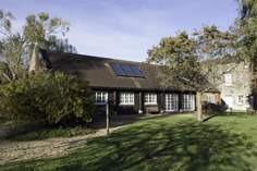 Barton Manor Lake Cottage - Holiday Cottage - 1.3 miles SE of East Cowes