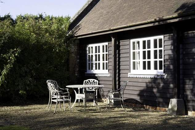 Barton Manor Lake Cottage-4