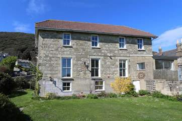 The lower ground floor apartment is set with a Grade II listed building