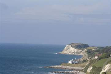Walk as far as the eye can see along the beautiful sea front of Ventnor