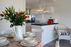 The Beach Retreat - Holiday Cottage - Seaview