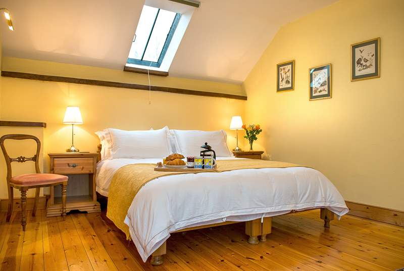 Beautiful master bedroom with a 'zip and link' bed which can be made up as a 6ft double or twin beds offering very flexible sleeping arrangements.