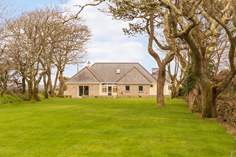 Channel View sleeps Sleeps 8 + cot, 1 mile NW of Cadgwith.