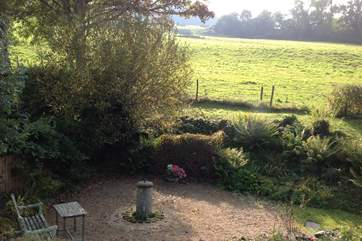 The gardens are surrounded by open fields, yet Sidmouth, Colyton and Lyme Regis are nearby.