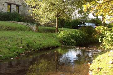 This little brook runs along the front of Barley House and beside the end of the garden. Please supervise children at all times.