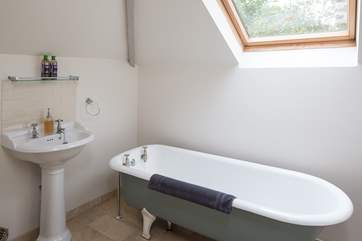 En suite to master bedroom, equipped with this eye-catching claw-foot bath. Perfect to sink into after a fun-filled day.