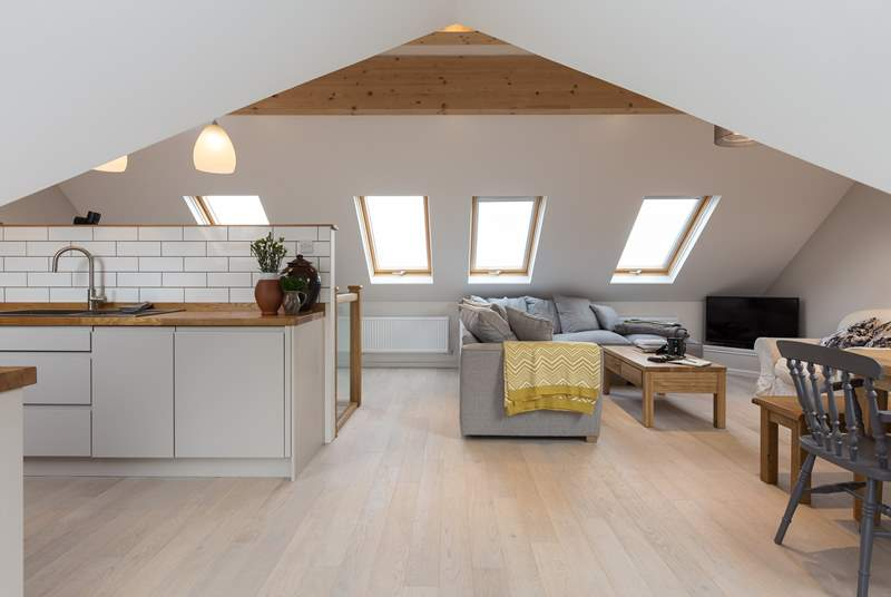 The spacious reverse level accommodation has been carefully designed so that whilst very sociable, there are clear zones for the kitchen, dining and seating areas.