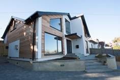 Sea Whispers sleeps Sleeps 8 + cot, Seaview.