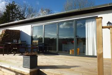 This is a really striking barn conversion with a glass front to fully celebrate the most amazing panoramic views.