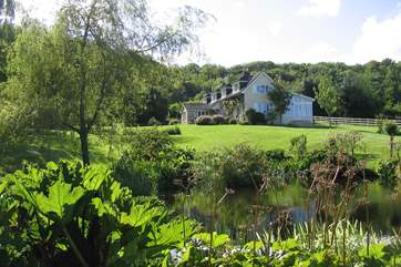 This spacious country house is in an idyllic setting, surrounded by unspoilt countryside and with far reaching views.