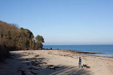 The nearby beaches are perfect for romantic walks, days on the beach or a spot of evening rock pooling