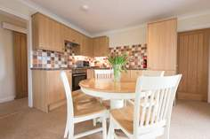 Tregarthen Cottage sleeps Sleeps 4 + cot, 1.7 miles E of Marazion.