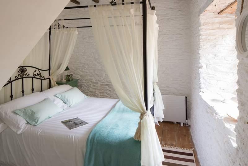 The very pretty bedroom.