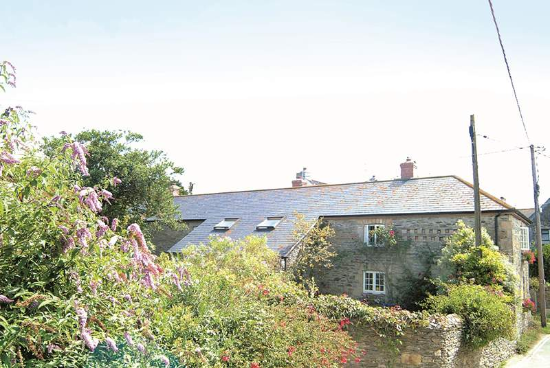 The Malt House is within walking distance of the beach, village shop and the pub. Perfect!