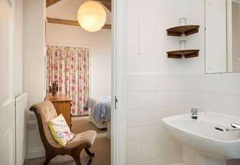 The 'Jack and Jill' en suite in bedroom 3.