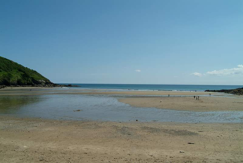 Caerhays (Porthluney) beach is popular with families and less than half an hour away by car.