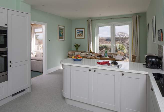 The kitchen has top quality appliances including an induction hob.