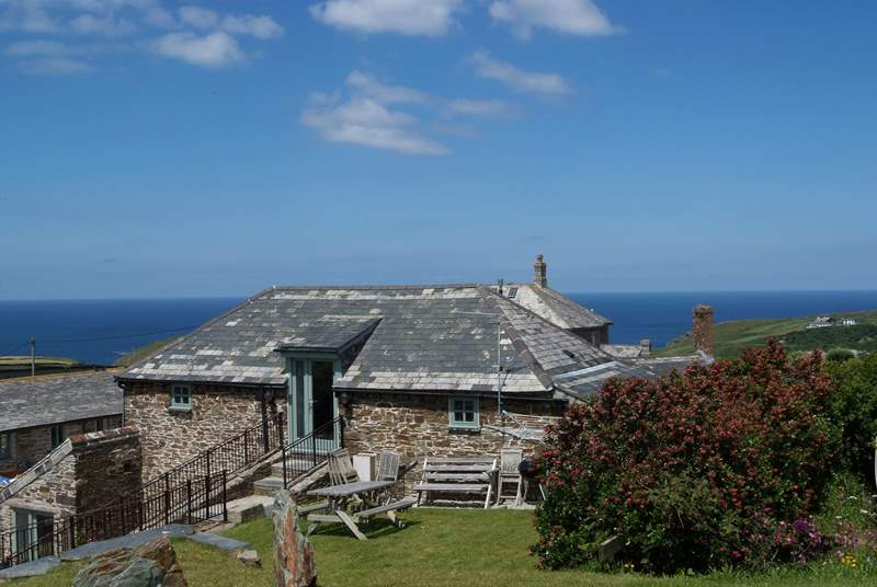 Trerubies sits in a wonderful location close to the shores of Trebarwith beach and has gorgeous sea views from the sitting-room and the garden.