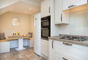 The kitchen also has a dining area - the ideal place for a relaxing breakfast.