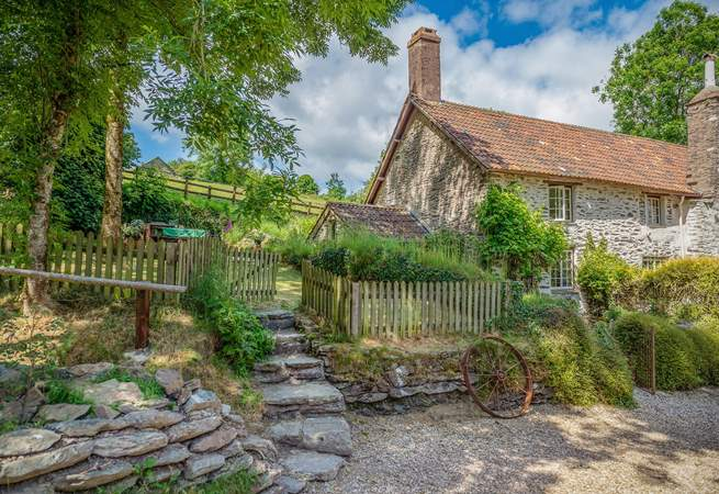 Week Cottage is a self-contained part of an historic farmhouse on the edge of Exmoor. The setting is peaceful, off the beaten track, yet very easy to get to.