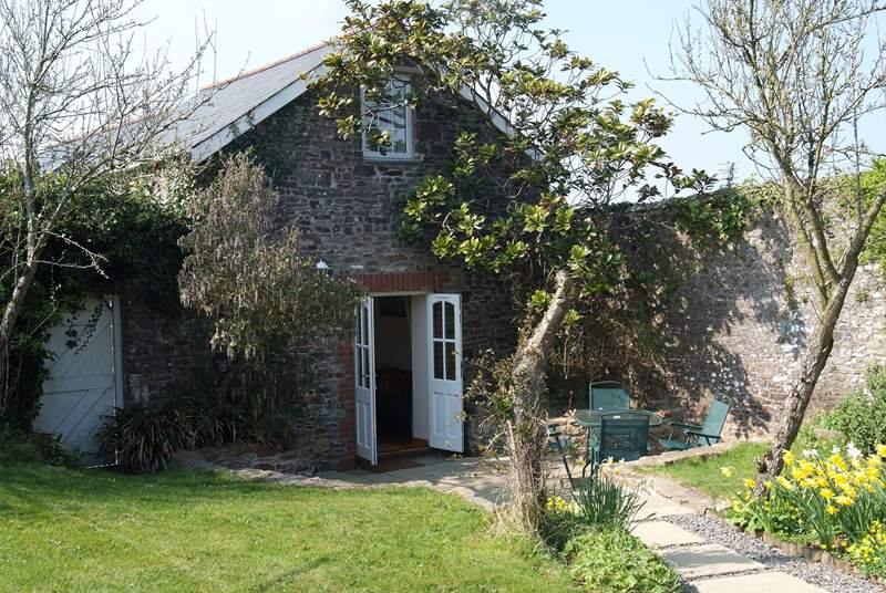 Fig Tree Cottage sits in a walled garden and is very private and sunny.