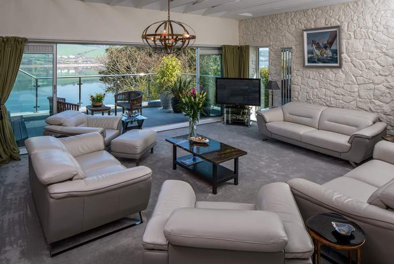 The large living room is perfect to all relax and un-wind after a long day of fun and games.
