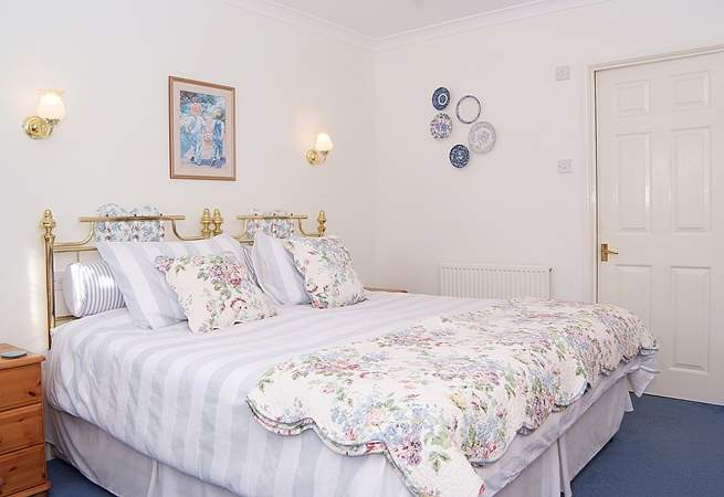 The bedroom is calm and luxurious with lovely bed linens and an en suite shower-room.