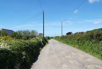 The lane leading past Westcliff to the Marconi Monument and the coastal footpath to Poldhu Cove, a ten minute walk away.