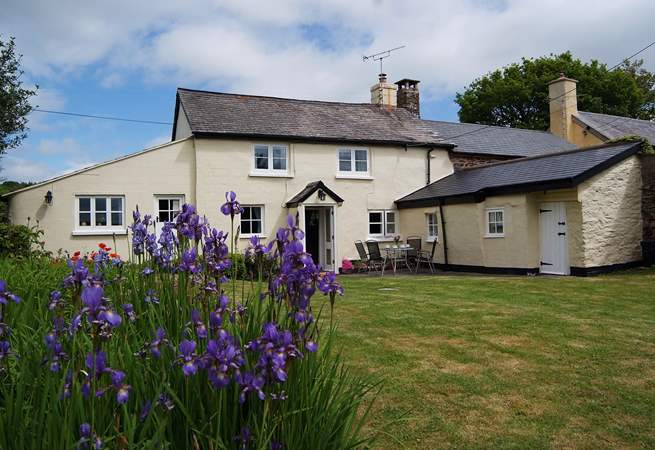 This beautiful traditional Exmoor cottage has a very private enclosed cottage garden.