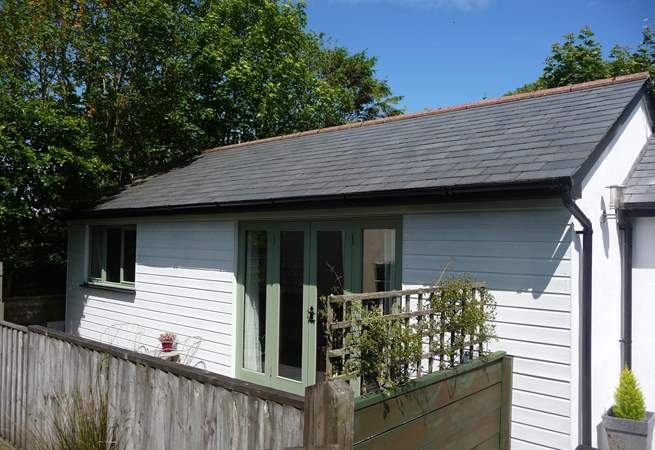 Moonstone is a beautifully presented detached single-storey cottage with an enclosed patio, and the bonus of two lovely meadows if you bring a dog.