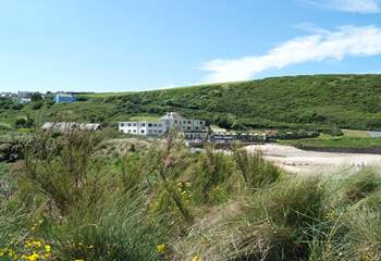The seaside village of Mawgan Porth consists of a pub and a few shops.