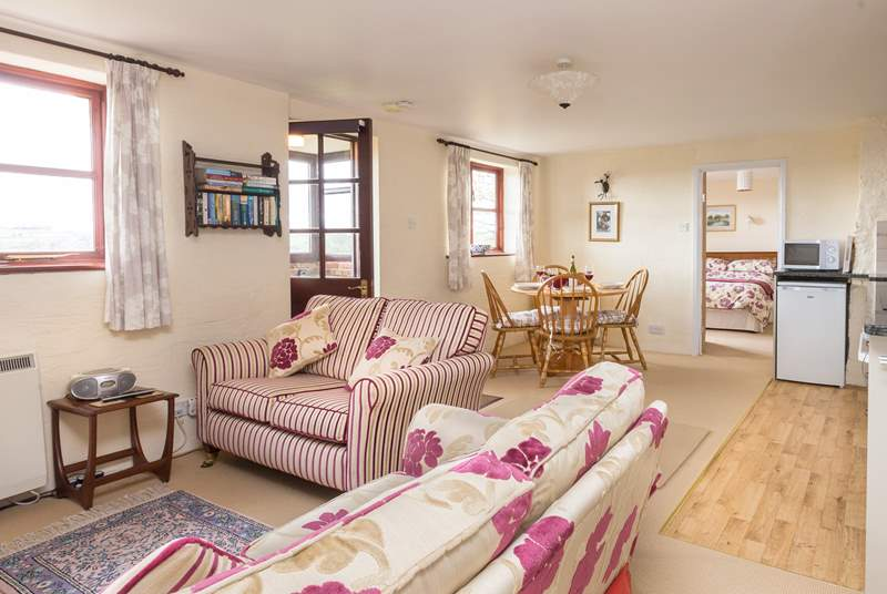 This cottage has a friendly open plan layout with plenty of space for the sofas and the dining-table.
